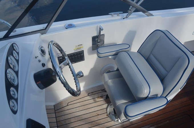 2013 Vanquish Boats  Runabout Runabout 2398216