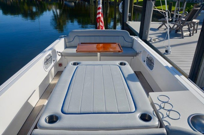 2013 Vanquish Boats  Runabout Runabout 2398219