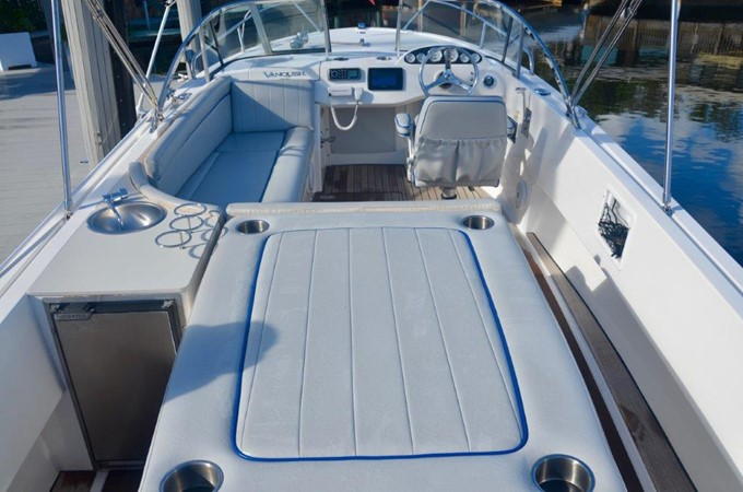 2013 Vanquish Boats  Runabout Runabout 2398220