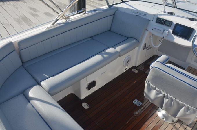 2013 Vanquish Boats  Runabout Runabout 2398224