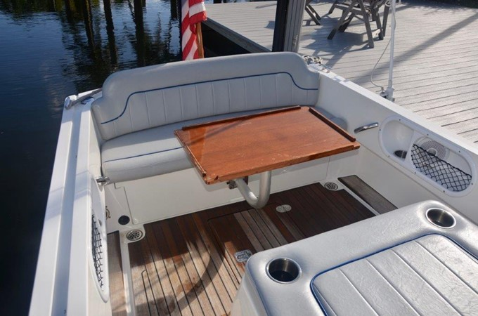 2013 Vanquish Boats  Runabout Runabout 2398226