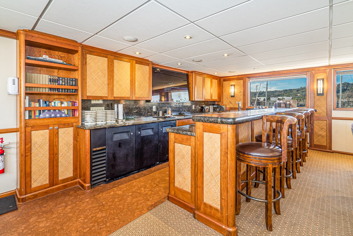 PACIFIC PROVIDER interior bar 1978 BLOUNT MARINE Expedition Vessel Expedition Yacht 2816321
