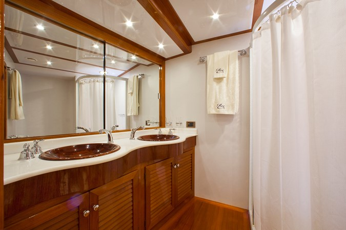 Owner Bath 1996 VALDETTARO Commercial Sailing Yacht Cruising Sailboat 2404942