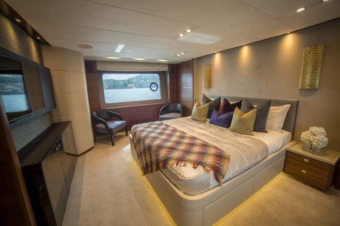 2014 PRINCESS YACHTS Princess 88 Motor Yacht 2406550
