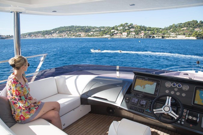 2014 PRINCESS YACHTS Princess 88 Motor Yacht 2406551