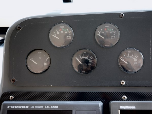 1997 TIARA  Cruiser 2407260