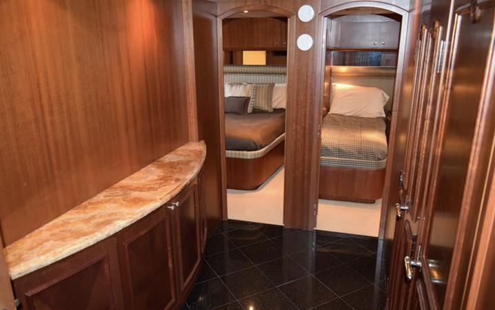 2003 HATTERAS 2003 Motor Yacht 2426478