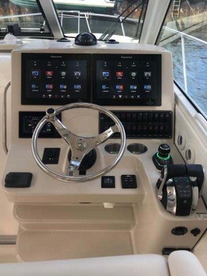 2018 BOSTON WHALER 345 Conquest Sport Fisherman 2421110