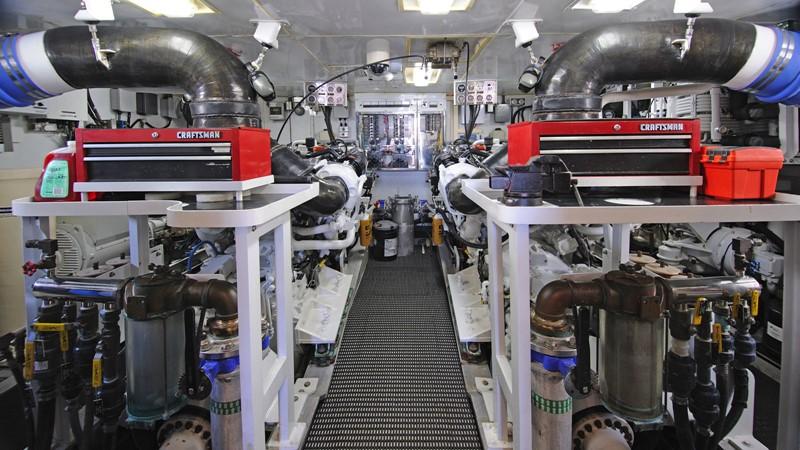 Engine Room 2001 BROWARD Raised Pilothouse Motor Yacht 2428814