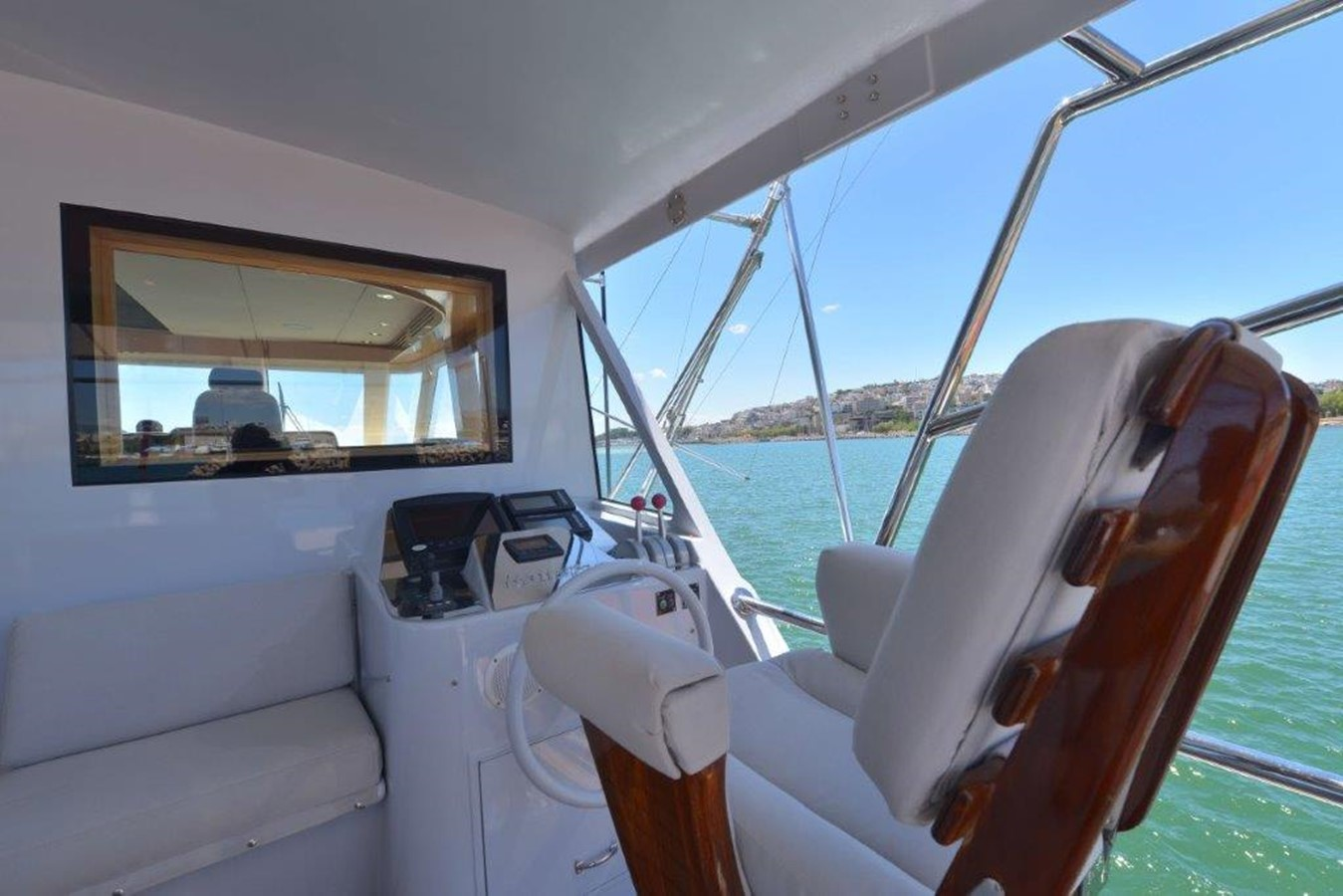 Bridge Deck Aft / Starboard Steering Station 2003 HATTERAS Convertible Enclosed Bridge Sport Fisherman 2434634
