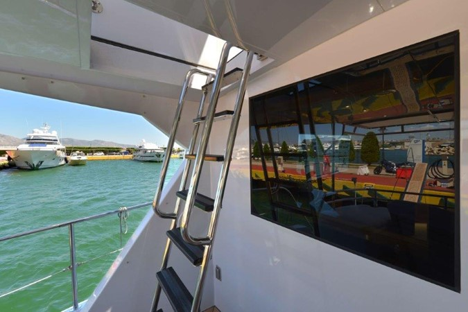 Ladder to Upper Deck 2003 HATTERAS Convertible Enclosed Bridge Motor Yacht 2434610