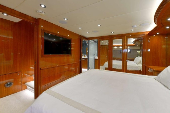 Master Stateroom 2003 HATTERAS Convertible Enclosed Bridge Motor Yacht 2434622