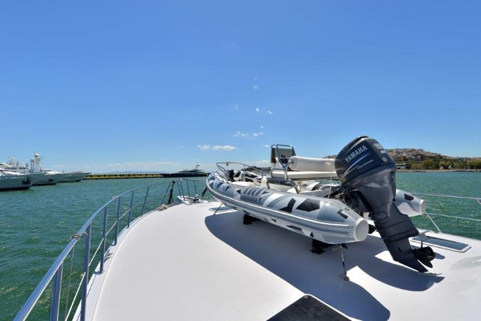 Tender Storage on Bow 2003 HATTERAS Convertible Enclosed Bridge Motor Yacht 2434638