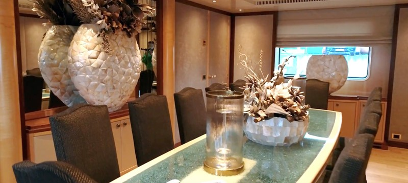 Dining Area 1994 OCEANCO  Motor Yacht 2424970