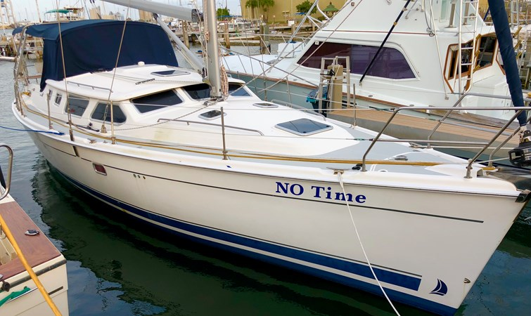 no time IMG_5901 2007 HUNTER 44 DS NEW ENG/GEN/MAST Deck Saloon 2730792