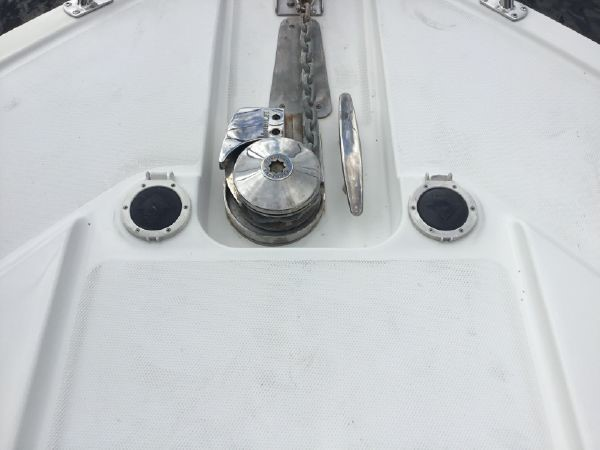 Windlass With Foot Controls 2005 CARVER Cockpit Motoryacht Motor Yacht 2429712