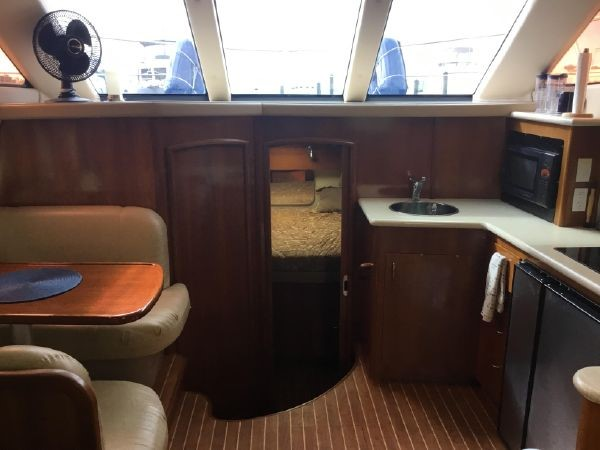 Salon Forward 2005 CARVER Cockpit Motoryacht Motor Yacht 2429744