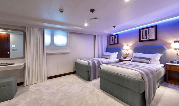 1998 DEVONPORT YACHTS  Motor Yacht 2431104