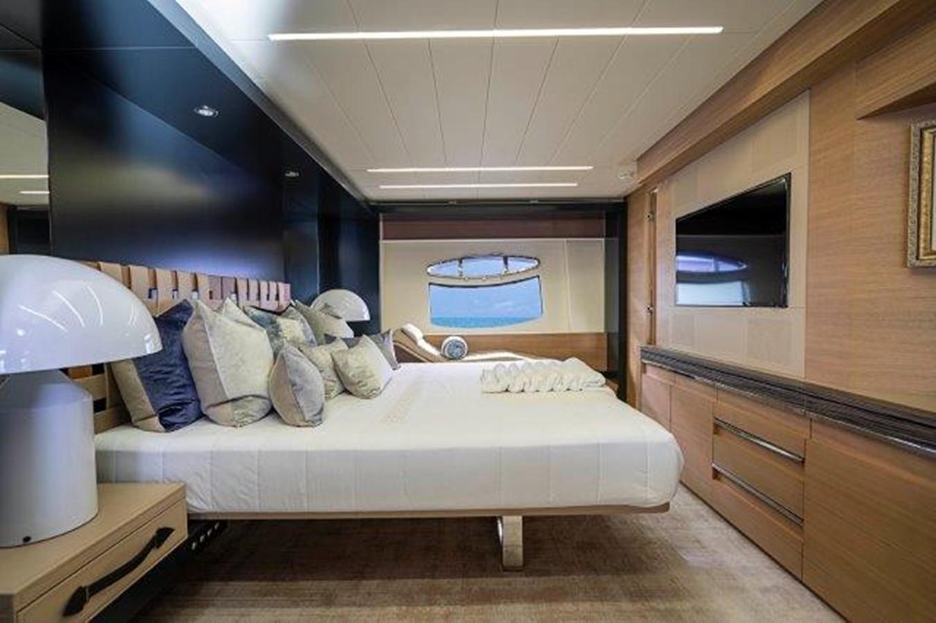 Master Stateroom 2014 PERSHING  Motor Yacht 2431290