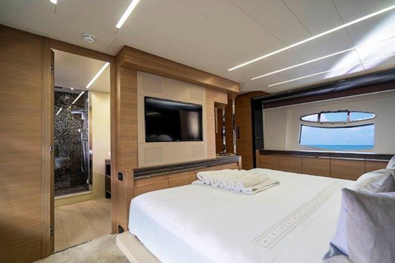 Master Stateroom 2014 PERSHING  Motor Yacht 2431291