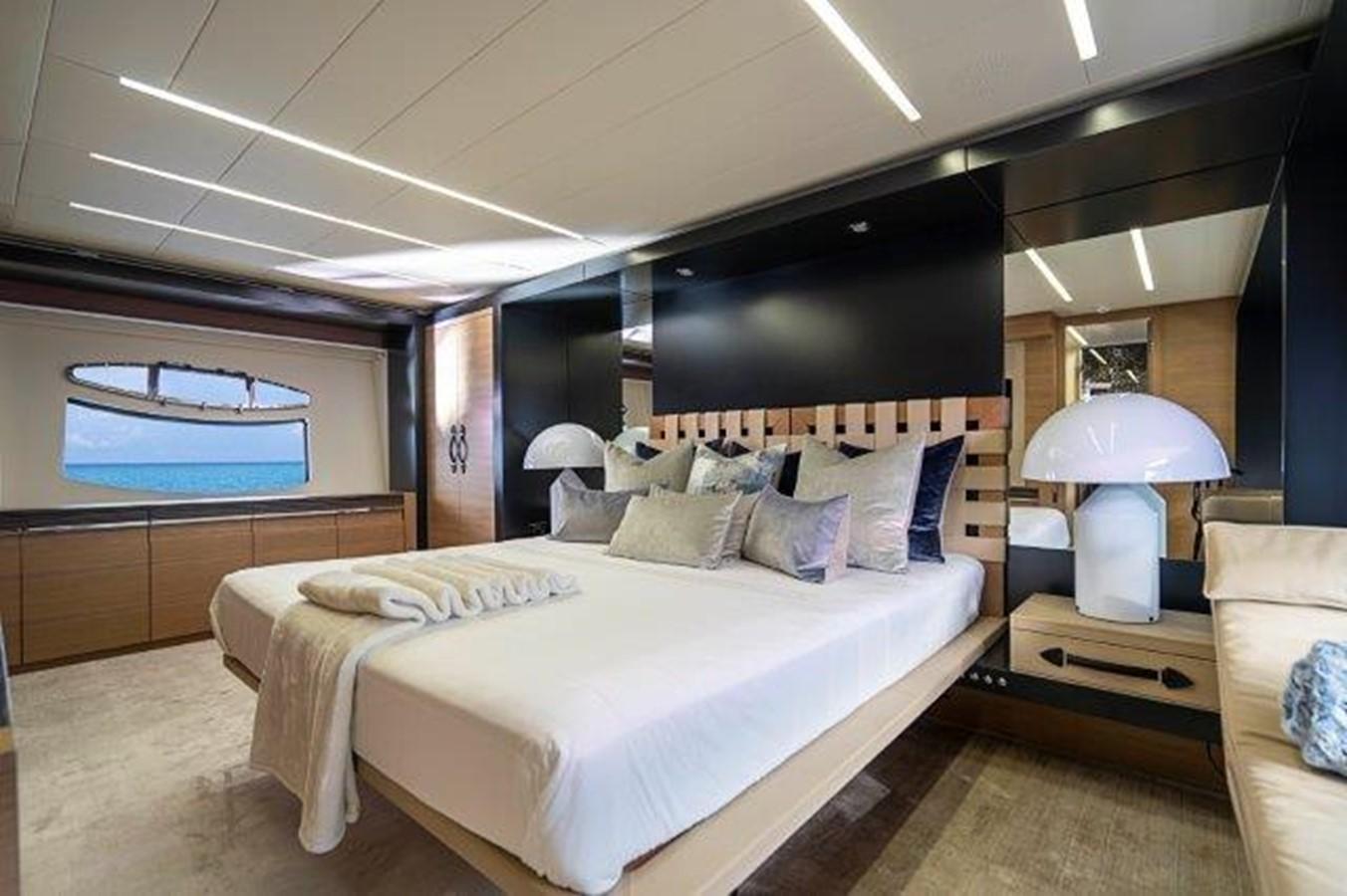 Master Stateroom 2014 PERSHING  Motor Yacht 2431292