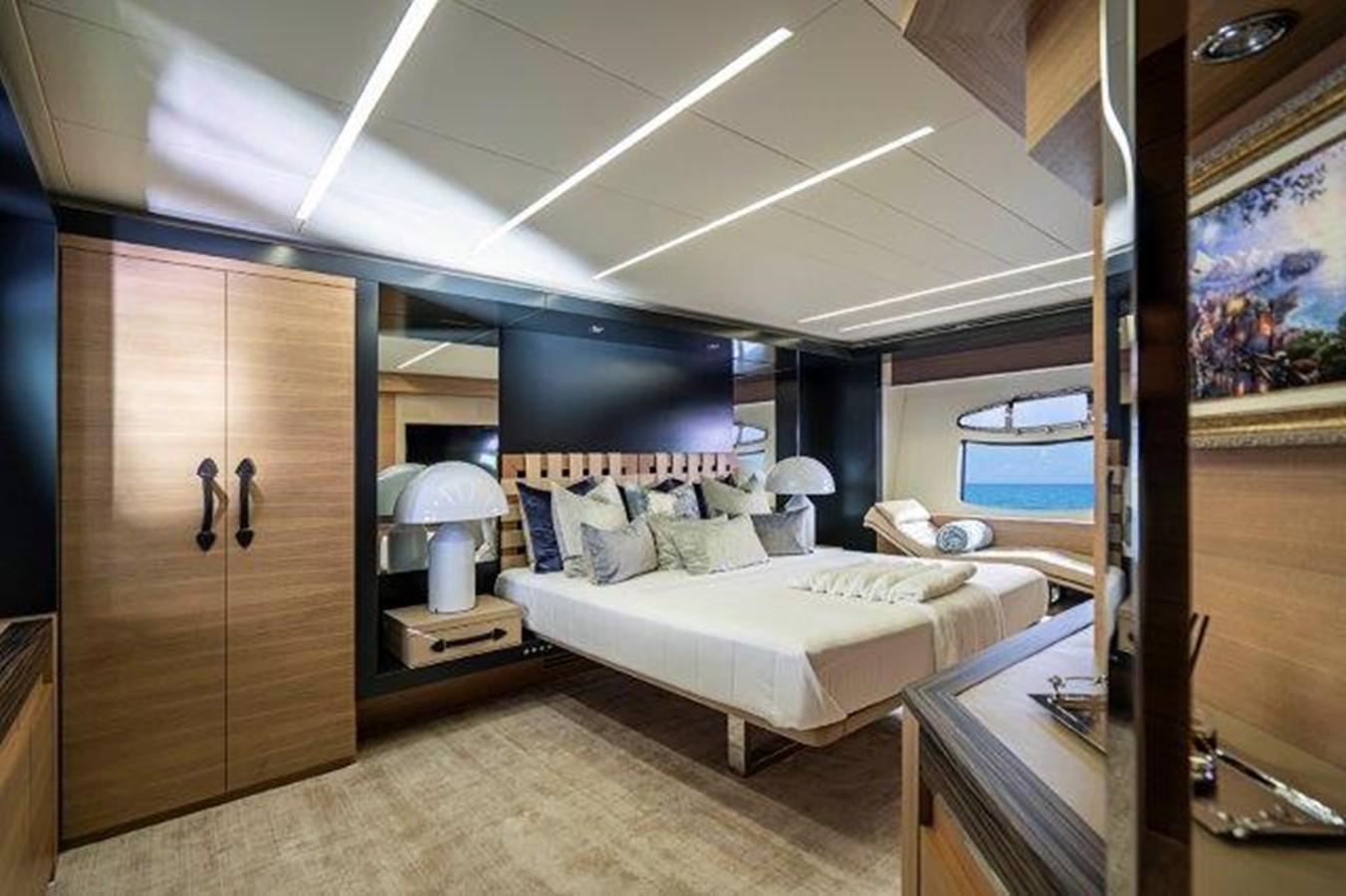 Master Stateroom 2014 PERSHING  Motor Yacht 2431293