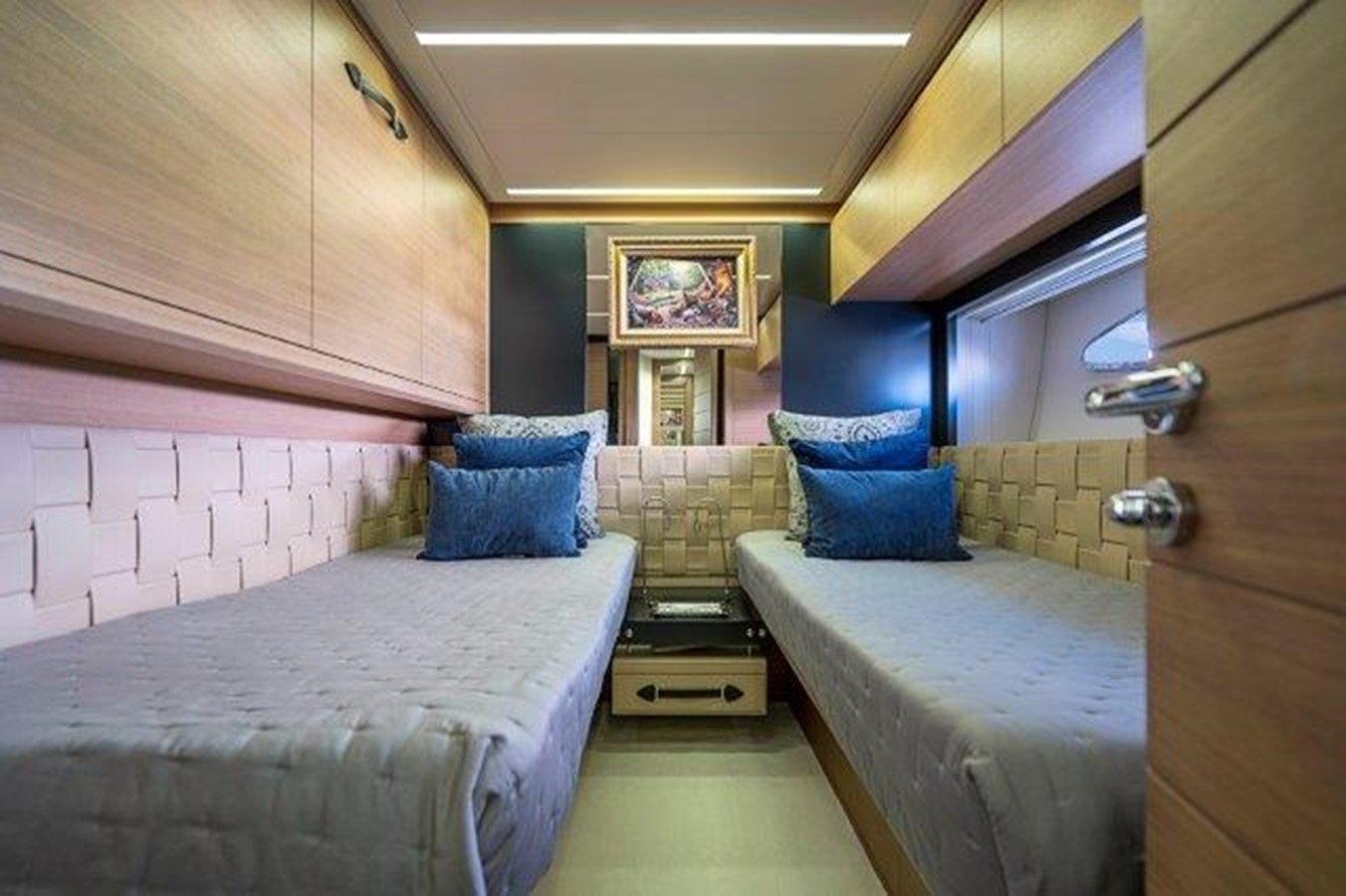 Guest Stateroom 2014 PERSHING  Motor Yacht 2431298