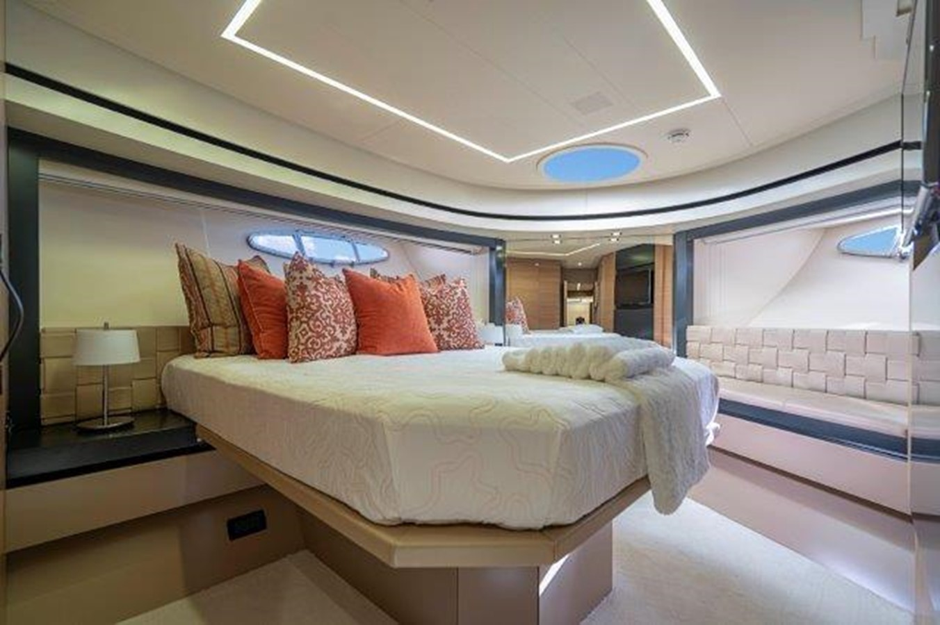 VIP Stateroom 2014 PERSHING  Motor Yacht 2431301