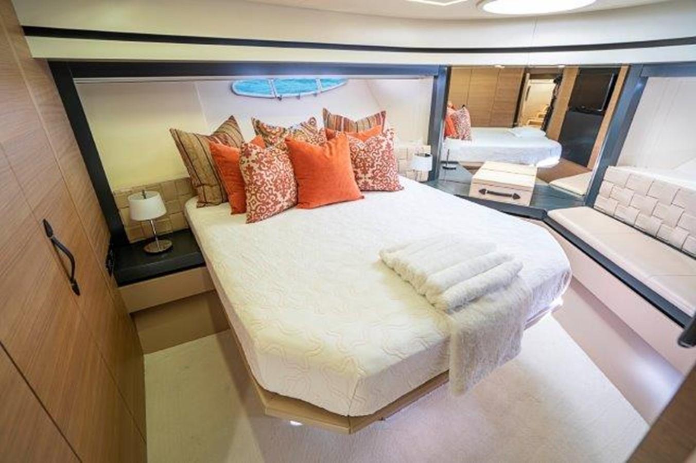 VIP Stateroom 2014 PERSHING  Motor Yacht 2431302