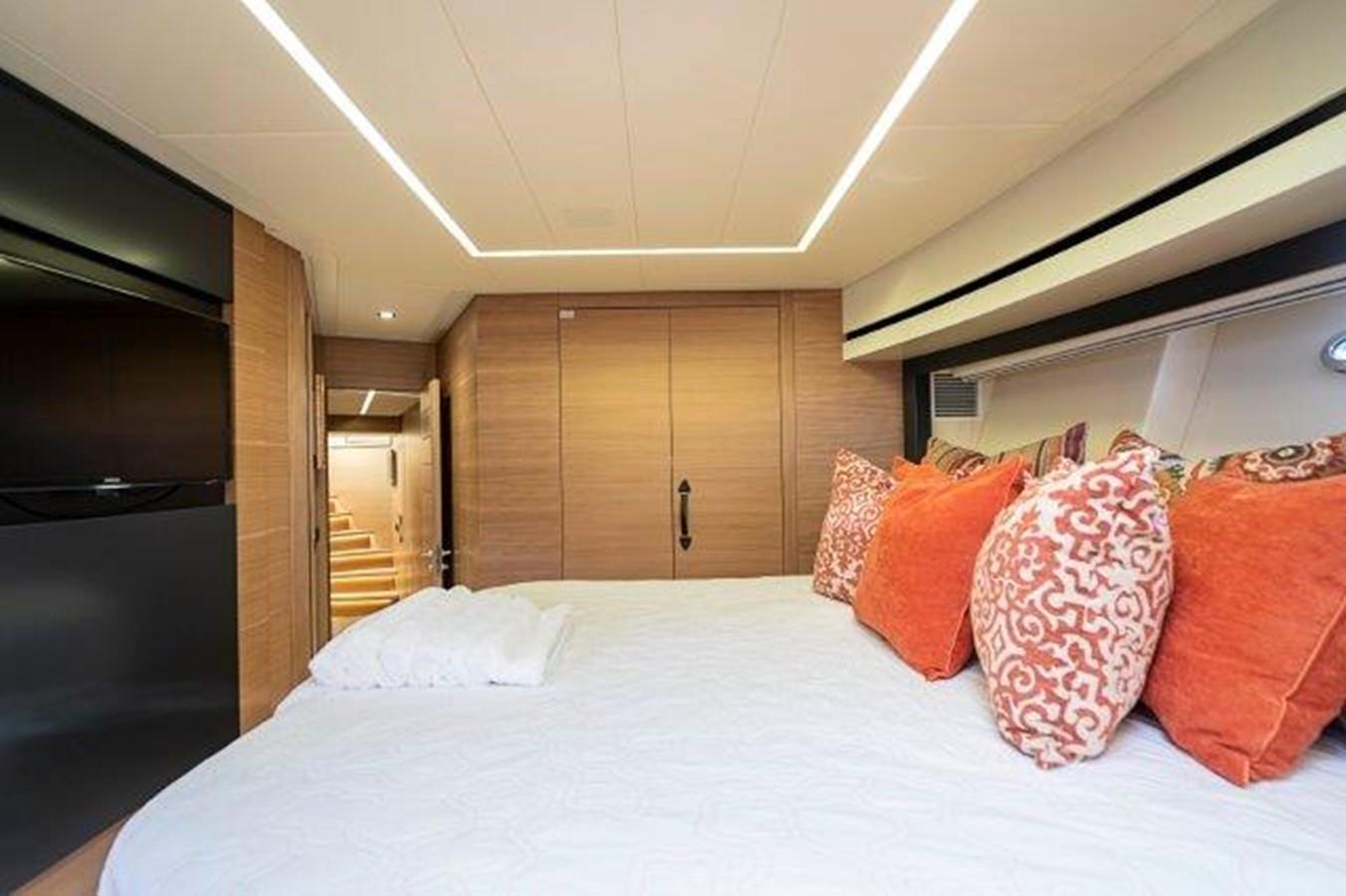 VIP Stateroom 2014 PERSHING  Motor Yacht 2431303