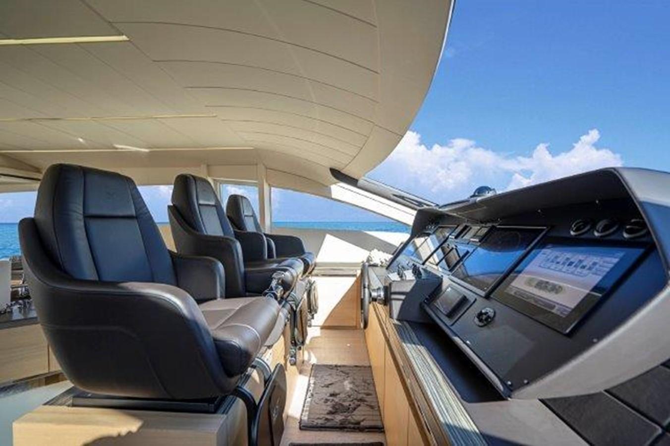 Lower Helm 2014 PERSHING  Motor Yacht 2431318