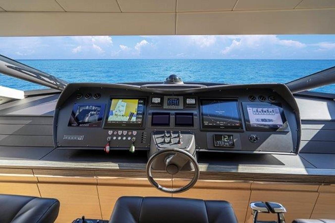 Lower Helm 2014 PERSHING  Motor Yacht 2431321