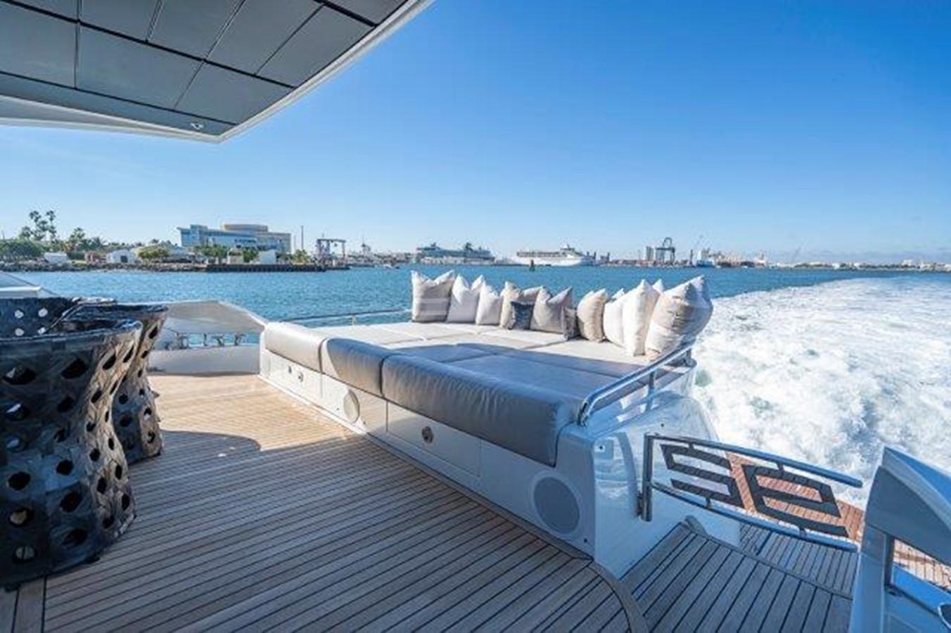 Aft Sun Deck 2014 PERSHING  Motor Yacht 2431324