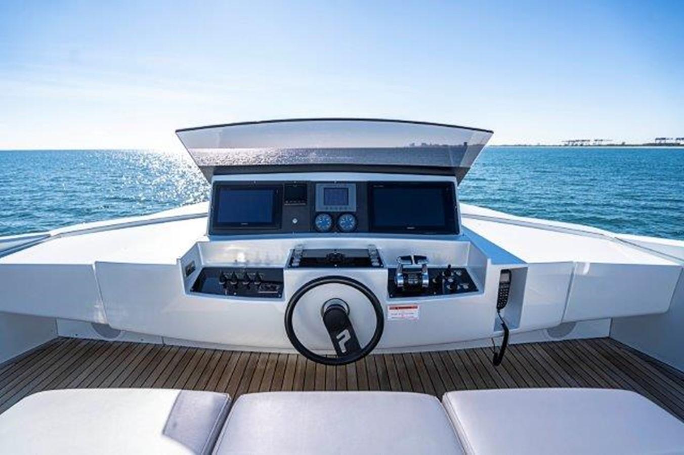 Bridge/Helm 2014 PERSHING  Motor Yacht 2431327