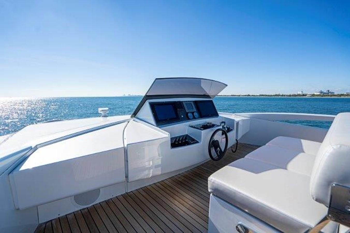 Bridge/Helm 2014 PERSHING  Motor Yacht 2431630