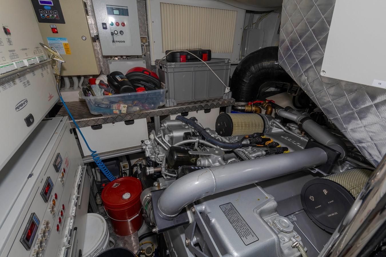 2016 PERSHING 70 Express Cruiser 2439283