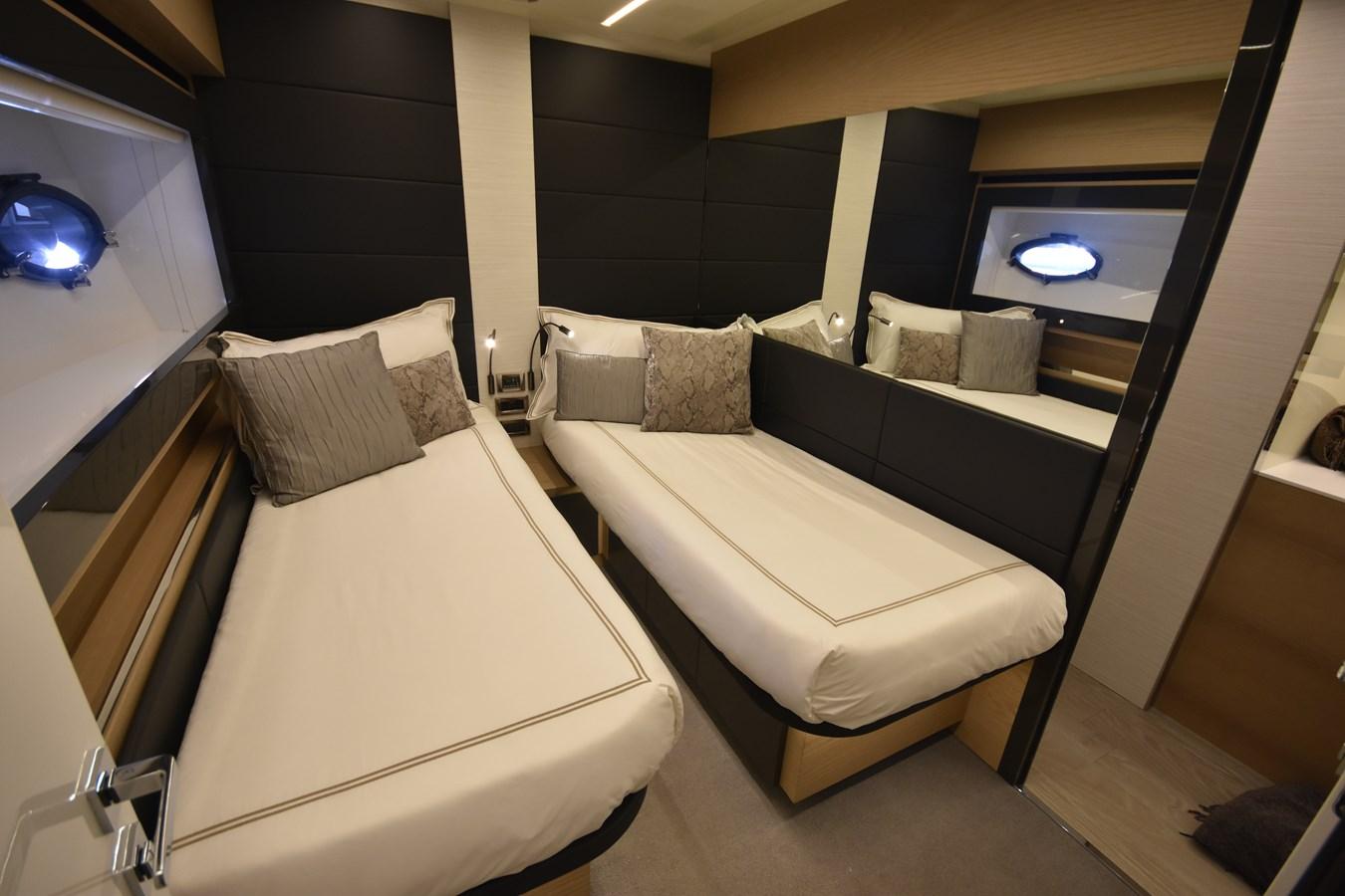 2016 PERSHING 70 Express Cruiser 2745184
