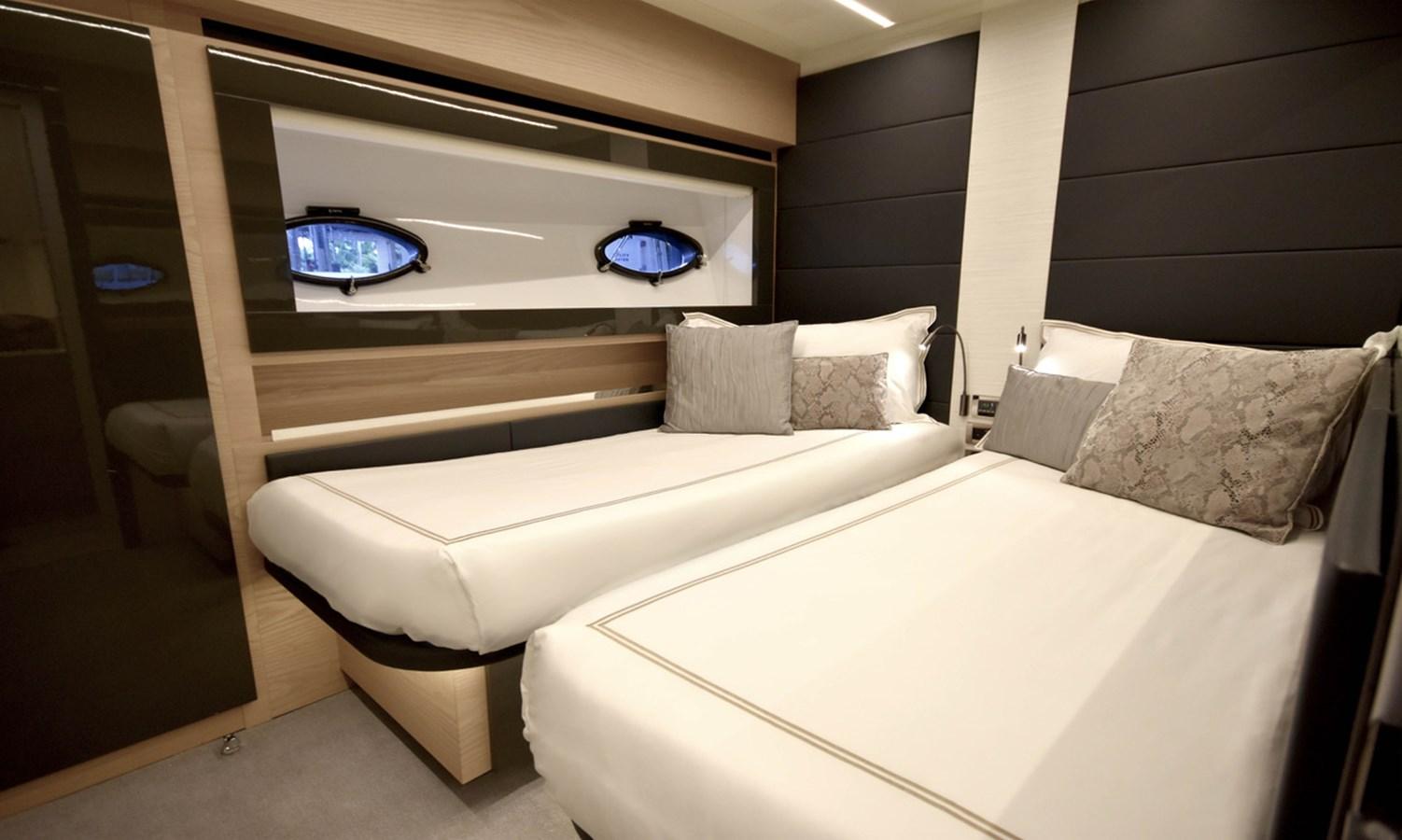 2016 PERSHING 70 Express Cruiser 2745997