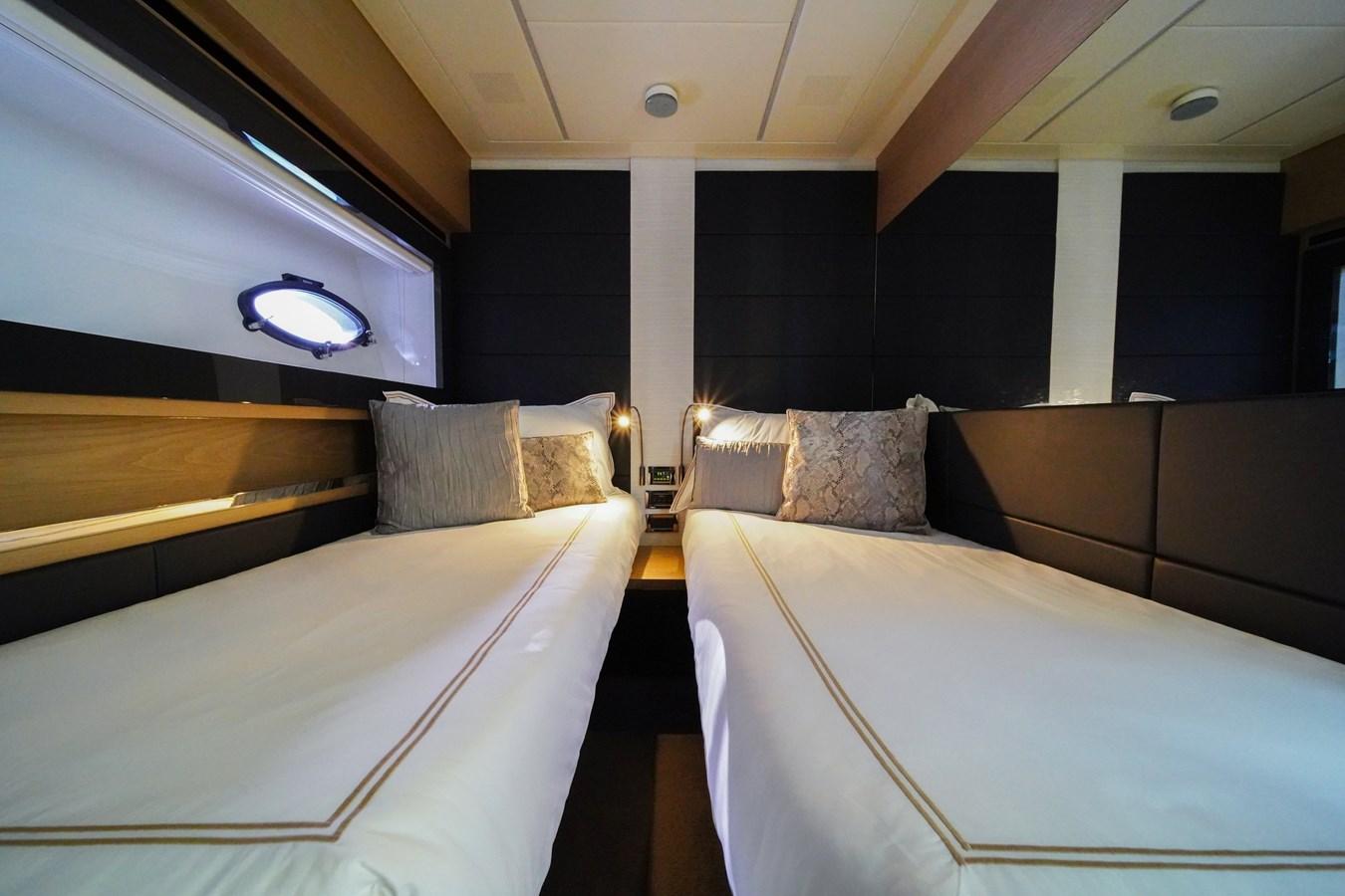 2016 PERSHING 70 Express Cruiser 2768307