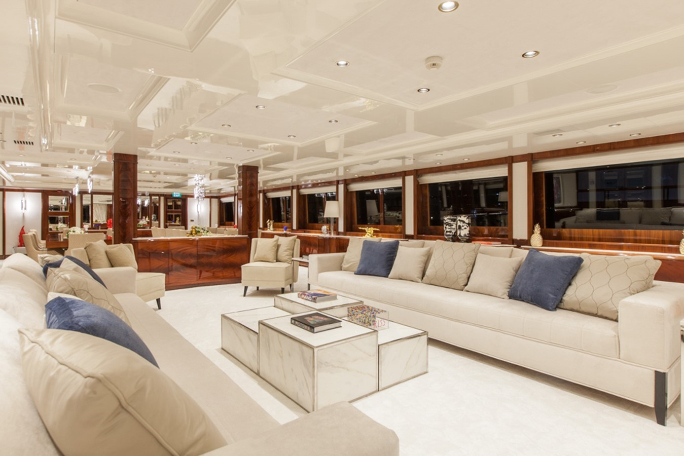 004 O'Mega_271- main salon  large_2161838 2004 MITSUBISHI  Mega Yacht 2919758