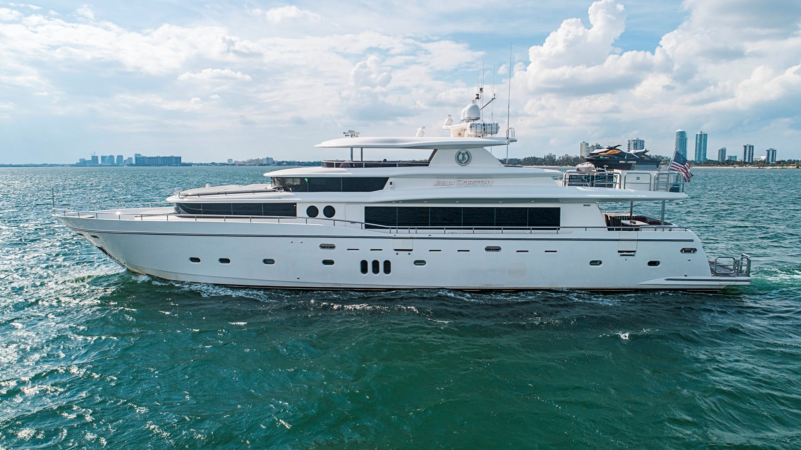 2009 JOHNSON raised pilothouse Motor Yacht 2484253