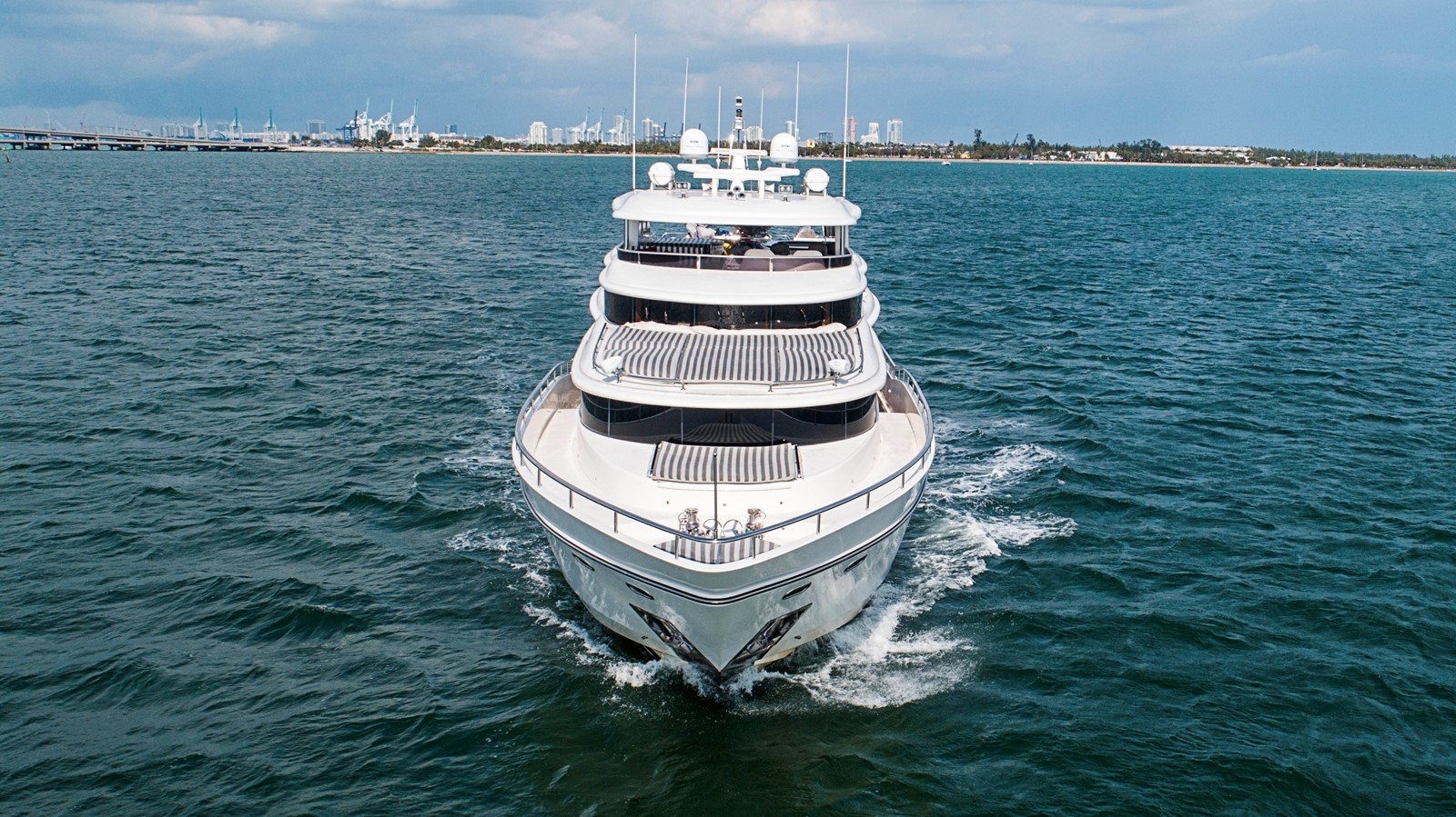 2009 JOHNSON raised pilothouse Motor Yacht 2484257