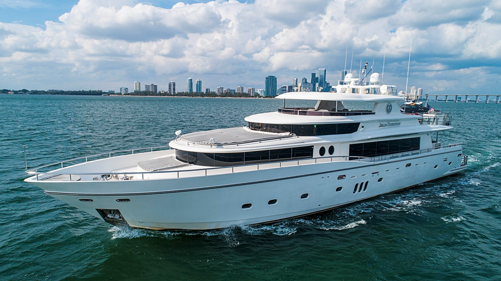 2009 JOHNSON raised pilothouse Motor Yacht 2484263