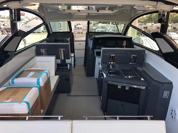 2019 COBALT A36 Runabout 2443621