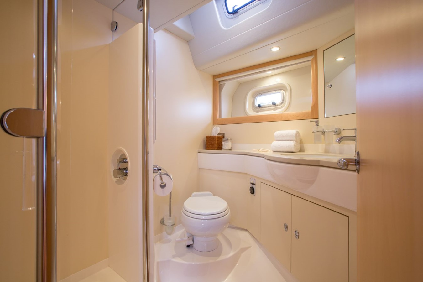 2010 OYSTER YACHTS Oyster 82 Cruising Sailboat 2485466