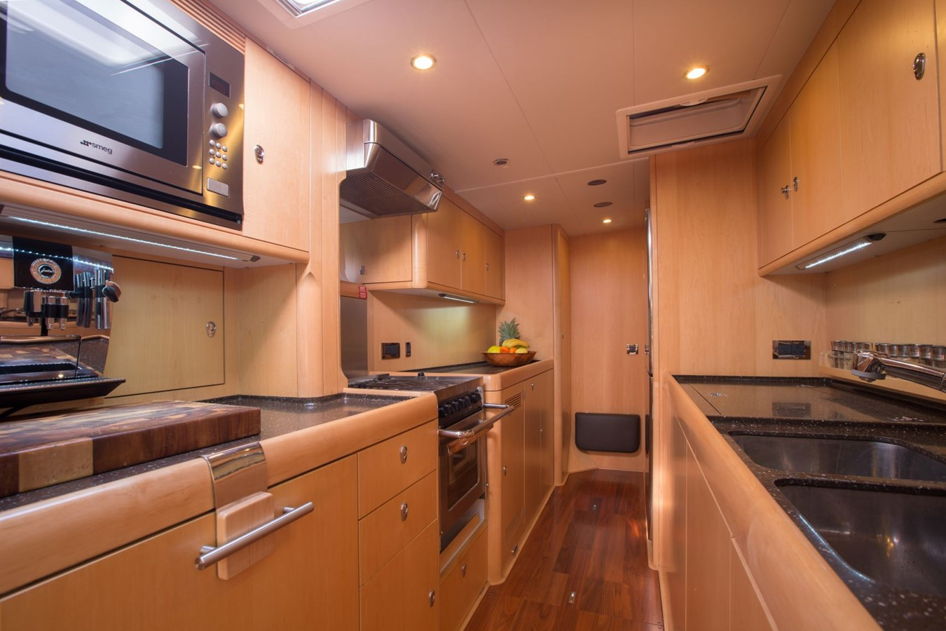 2010 OYSTER YACHTS Oyster 82 Cruising Sailboat 2485470