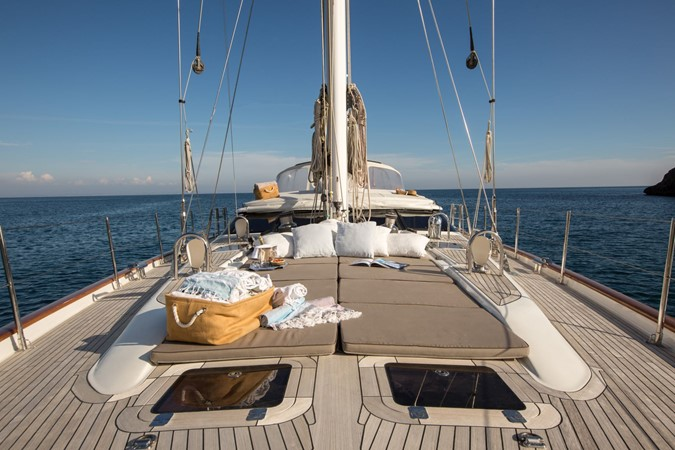 2010 Oyster Yachts Oyster 82 Cruising Sailboat 2485462