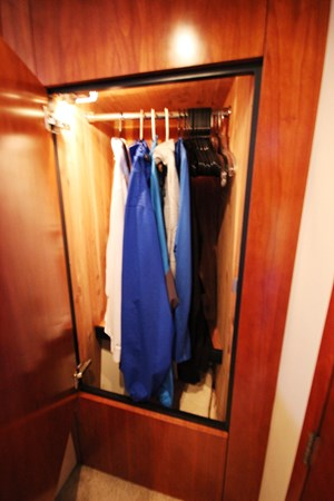 Forward Stateroom Master.(3) 2007 Cruisers Yachts 447 Sport Sedan Cruiser 2445994