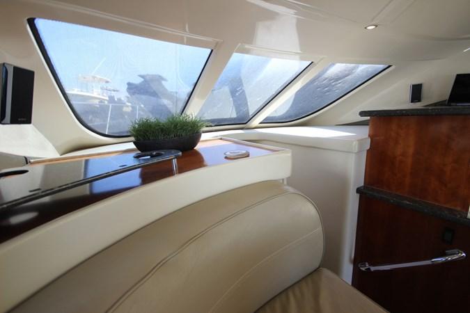 Forward Windsheild 2007 Cruisers Yachts 447 Sport Sedan Cruiser 2445996