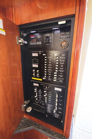 Main Distribution Panel 2007 Cruisers Yachts 447 Sport Sedan Cruiser 2446001